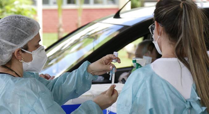 Familiares de idosos denunciam simulação em vacinação contra a covid-19