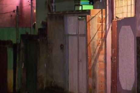 O agente penitenciário tentou se esconder dentro desta  casa, mas foi executado