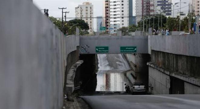 Agentes da Autarquia de Trânsito e Transporte Urbano do Recife (CTTU) e do Grande Recife Consórcio de Transporte foram enviados ao local