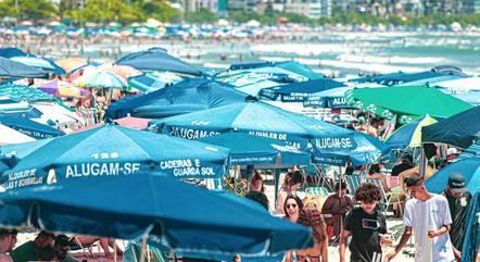 Balneário Camboriú (SC) tem aglomeração em praias