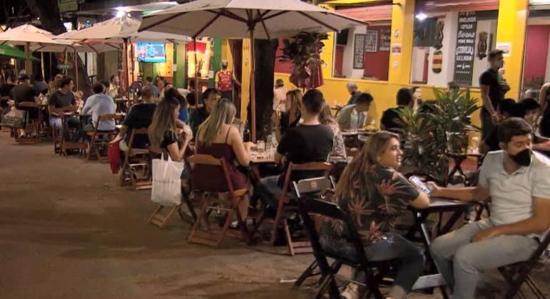 Bares e restaurantes ficarão fechados no sábado e domingo de Carnaval