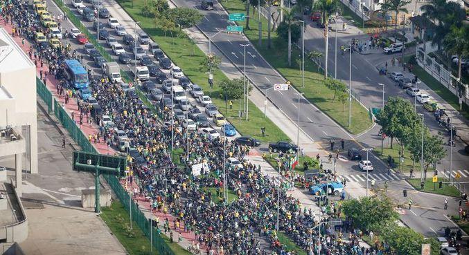 Apoiadores seguiram o presidente em passeio de moto no RJ