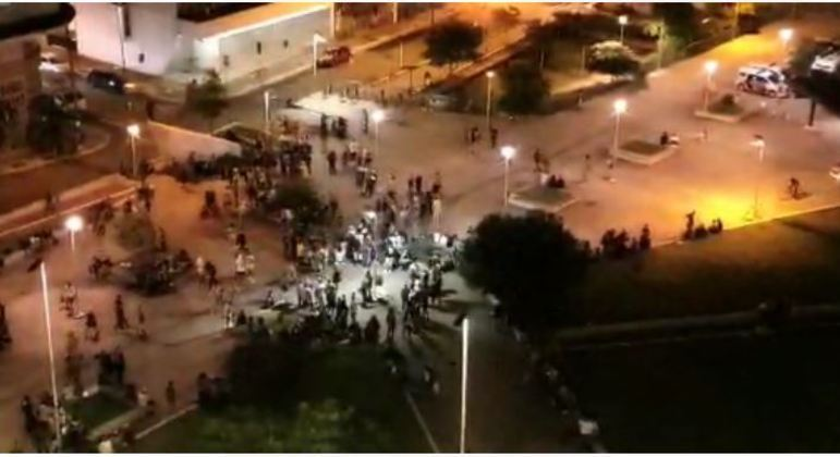 Mesmo com pandemia, Praça Roosevelt, no centro, registra aglomeração