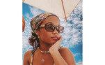 'Nossa senhora', comentou Agnes Nunes, que também postou sua própria versãono Instagram. A cantora, que recentemente completou 18 anos, conseguiu um visual bem mais maduro ao investir no combo lenço de seda + óculos de sol