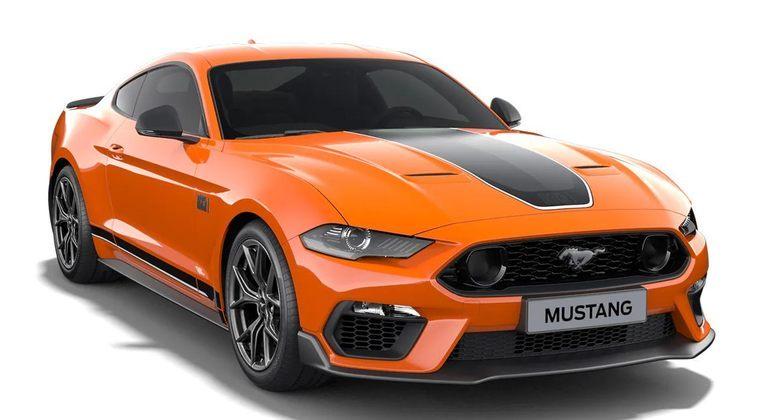 Agora vamos entrar na casa dos carros realmente caros. O Ford Mustang Mach 1 custará cerca de 400 mil reais, conta com dez marchas e 480 cavalos de potência.