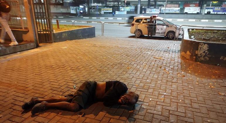 Morador de rua é agredido ao lado de estação da CPTM na Grande São Paulo