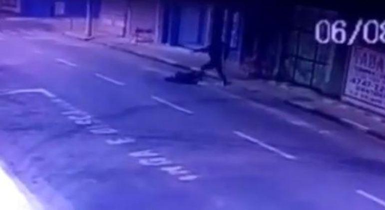 Imagens flagram homem agredido no centro de Suzano, na região metropolitana de SP