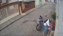 Câmera flagra idosa agredida durante assalto na zona norte de SP