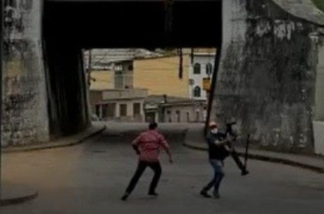 Vídeo mostra momento em que repórter é abordado