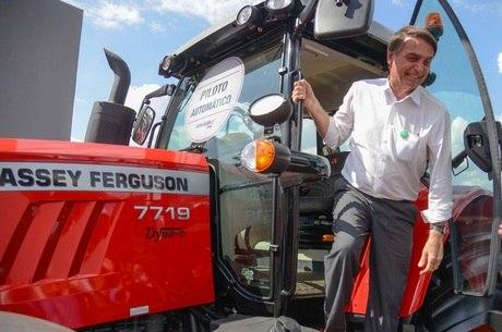 Bolsonaro, então pré-candidato, na feira de 2018