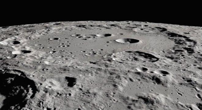 Moléculas de água congelada foram descobertas à sombra de uma cratera