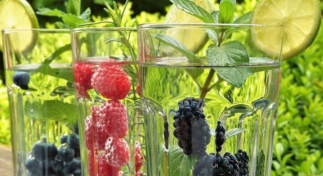 Água saborizada: forma criativa de manter a hidratação