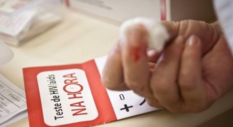 Testes devem sempre ser realizados por pessoas que se expõe ao vírus
