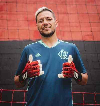 AINDA É DÚVIDA: Diego Alves (goleiro) - O goleiro já voltou a treinar, após se recuperar de lesão parcial no tendão do ombro esquerdo e de Covid-19, e, mesmo sem ritmo, tende a ser utilizado (caso o jogo seja mantido).
