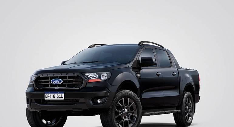 Ainda falando de Ford, destaca-se o Ranger Black, uma picape. Cinco mil reais mais caro, tem  rack de teto e capota marítima.