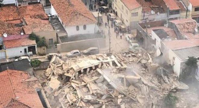 Ainda não foi divulgado o número de feridos ou mortos, mas o Corpo de Bombeiros do Ceará adiantou que há pessoas soterradas no local