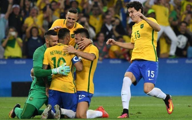 Ainda no Rio de Janeiro, na final da Olimpíada, contra a Alemanha, Neymar marcou um golaço de falta no tempo normal. Nos pênaltis, o camisa 10 cobrou o último e decisivo pênalti para garantir o primeiro ouro do Brasil em Jogos Olímpicos