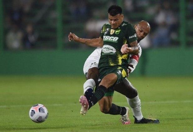 Ainda pela fase de grupos da Libertadores de 2021, o Defensa y Justicia encarou o Palmeiras, fora de casa, com 15 jogadores fora após testarem positivo para a Covid-19.