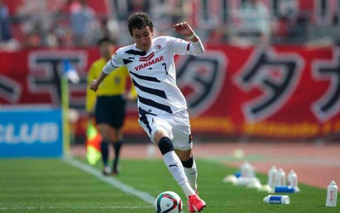 Ainda sem espaço no Athletico, foi emprestado em 2015 ao Cerezo Osaka, do Japão, não tendo um ano muito bom, fazendo apenas oito gols em 40 jogos.