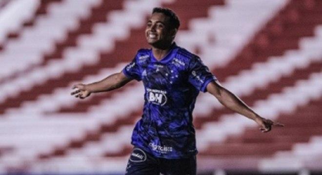 Airton fez o gol de empate do Cruzeiro no duelo contra o Náutico