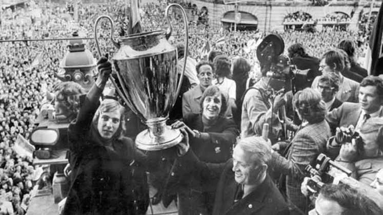 Ajax - 1972 - Cinco anos depois da primeira Tríplice Coroa, foi a vezes do Ajax se consagrar soberano. Foi o segundo título consecutivo de uma série que culminaria no tricampeonato do clube (1970-71, 71-72 e 72-73). Mas, apenas a segunda conquista veio junto das competições nacionais.
