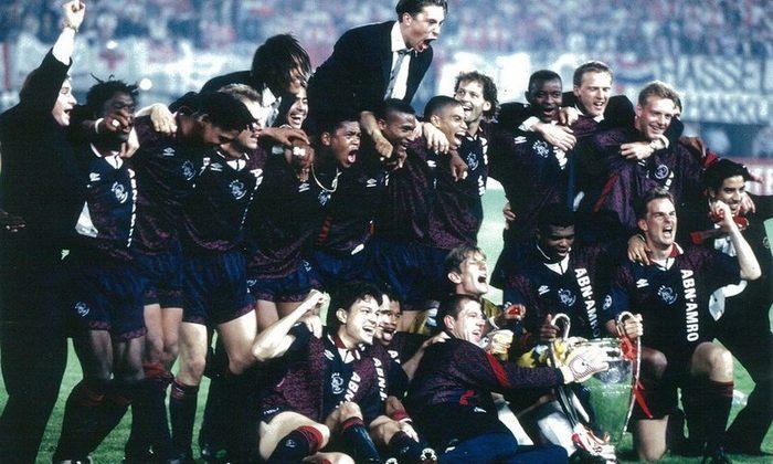 Ajax - Na temporada 94/95, o clube tinha a base da seleção holandesa da época com Van der Sar, Reiziger, Blind, Davids, Seedorf, Overmars, Kluivert, Frank e Ronald De Boer e Rijkaard. Com isso, conquistou a Champions League de forma invicta.  Além disso, venceu também o Campeonato Holandês de maneira invicta com 27 vitórias e 7 empates com apenas 7 gols sofridos em 34 jogos. O clube já havia conquistado a Champions de forma invicta em 1971/72 com 7 vitórias e 2 empates