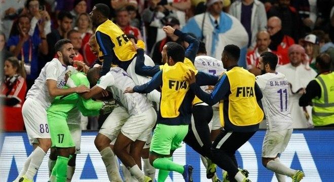 Jogadores do Al Ain festejam a vaga na decisão do Mundial de Clubes