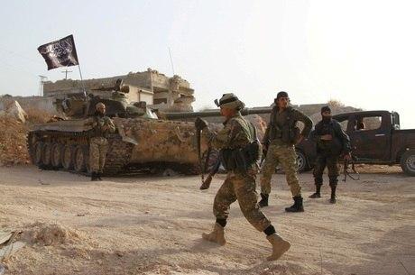 Membros da Al-Nusra, que era leal à Al-Qaeda