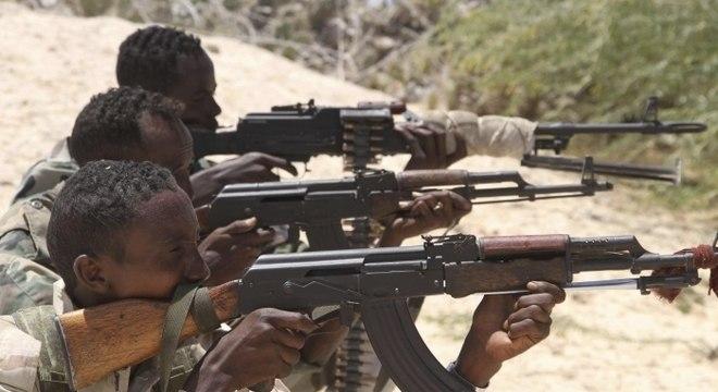 Exército da Somália realiza ofensiva contra Al Shabab