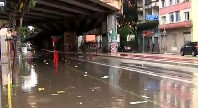 Região central de São Paulo fica alagada após forte temporal