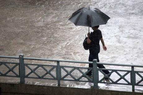 Chuva causou alagamentos em SP