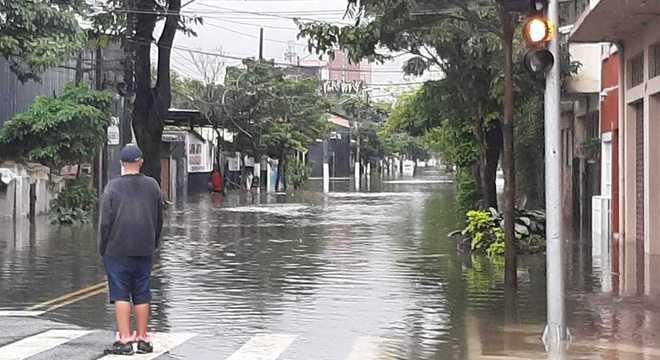 Alagamento na região do Brás, centro de São Paulo