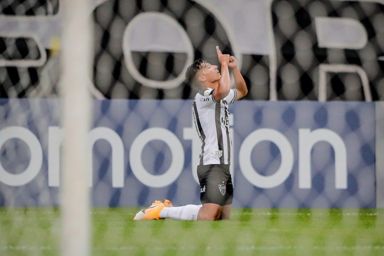 Comemoração do equatoriano Alan Franco, Ele marcou dois gols. O terceiro foi de Jair