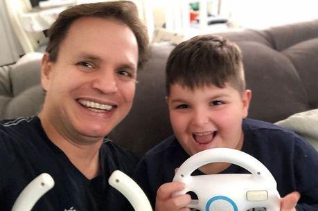 Alan Frank e um de seus filhos
