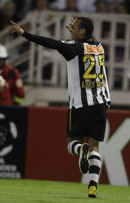 Alan Patrick (1 gol) –Substituto de Ganso no meio-campo, após o camisa dez sofrer um edema na coxa no jogo de ida da final do Paulistão de 2011, Alan Patrick fez o gol da vitória por 1 a 0 do Santos, fora de casa, contra o Once Caldas (COL) no primeiro jogo das quartas de final da Libertadores em 2011. O feito do Menino da Vila foi fundamental, já que o jogo de volta, no Pacaembu, terminou 1 a 1.