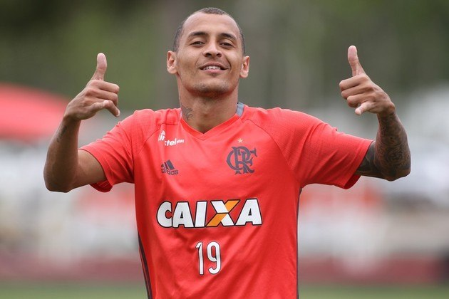 Alan Patrick estava no Flamengo e enfrentou o Palmeiras, seu ex-clube. Ele marcou nos dois turnos contra o Verdão, na derrota por 2 a 1 e um empate por 1 a 1.