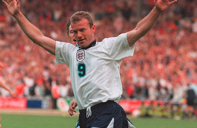 Alan Shearer - O maior artilheiro da história da Premier League também fez sucesso na Euro com 5 gols anotados