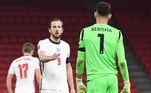 A Inglaterra aproveitou o fato de jogar a segunda partida seguida contra uma seleção de menor expressão, para disparar na liderança do grupo I das Eliminatórias para a Copa de 2022. Desta vez, superou a Albânia, fazendo 2 a 0. Kane foi o destaque, com um gol e uma assistência. No grupo, os adversários mais difíceis, Hungria e Polônia, podem no máximo chegar a quatro pontos na rodadaVeja também: Cristiano Ronaldo eleito jogador do século