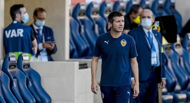 Albert Celades: Treinador espanhol de 45 anos. Treinador adjunto no Real Madrid e na seleção da Espanha, assumiu como técnico do Valencia (ESP) em 2019, mas acabou saindo depois de resultados ruins na volta do futebol após a parada pela pandemia de Covid-19.