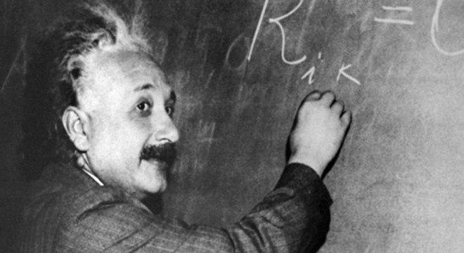 A Teoria da Relatividade de Albert Einstein é um pilar da física moderna que transformou o entendimento sobre espaço, tempo e gravidade