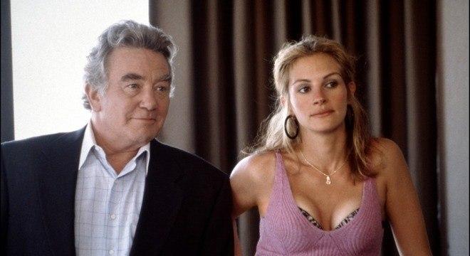 Albert Finney ao lado de Julia Roberts no filme Erin Brockovich