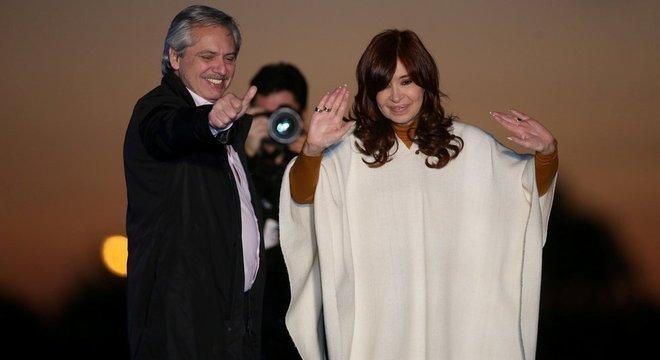 Chapa de Alberto Fernández e Cristina Kirchner venceu as primárias e está à frente nas pesquisas