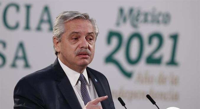 Em visita ao México, Fernández reclamou de escândalo de vacinação