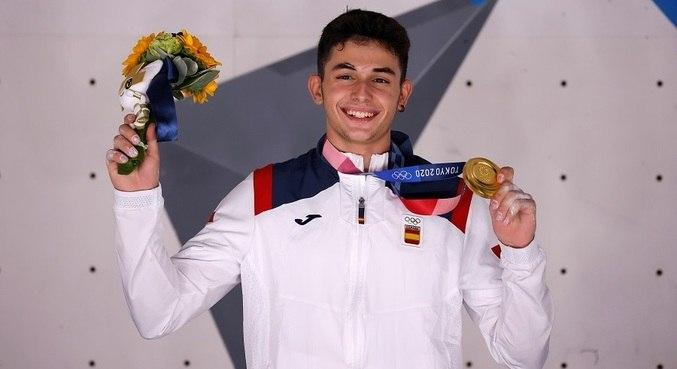 Alberto Ginés López tem 18 anos e é o 1º campeão olímpico de escalada da história