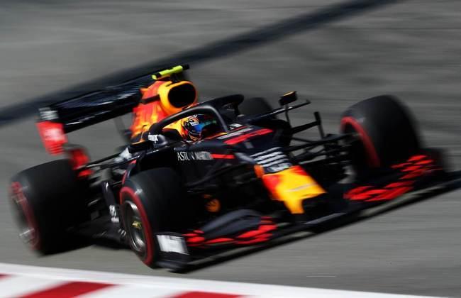 Albon ficou 0s8 atrás do companheiro Max Verstappen no TL2