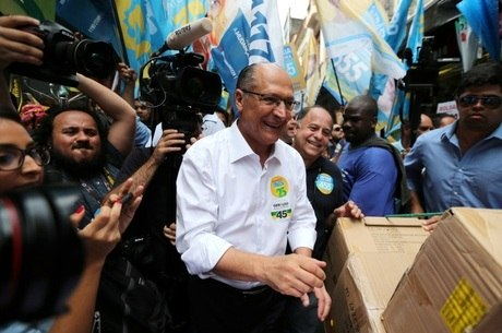 Geraldo Alckmin faz críticas a Fernando Haddad