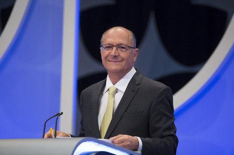 Alckmin critica polarização entre PT e Bolsonaro