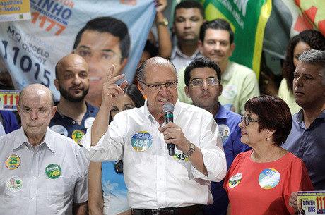 Alckmin faz campanha no Rio de Janeiro