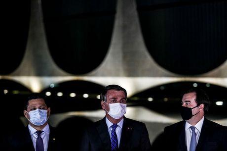 Alcolumbre, Bolsonaro e Maia após reunião desta quarta