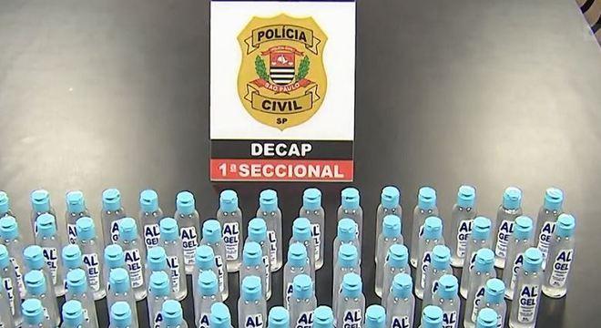 Foram apreendidos 85 frascos de 60 ml que eram vendidos a R$ 10 cada